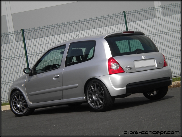 complete machine clio rs1 gris titane 2000 showroom. Black Bedroom Furniture Sets. Home Design Ideas