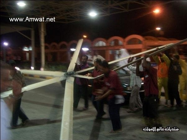un helicopter tombe sur 2 homme au bahrein 755-1544cf0