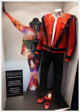 This Is It Tour : le costume que Michael Jackson avait prévu pour Thriller Costume-thriller-1-1769f78