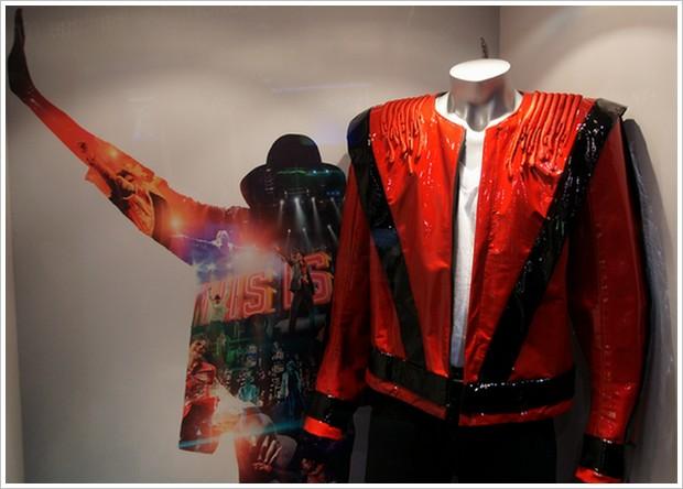 This Is It Tour : le costume que Michael Jackson avait prévu pour Thriller Costume-thriller-2-1769f67